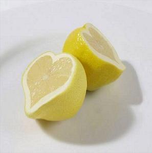 o właściwościach rozjaśniających cytryny wiedzieli już starożytni (źródło:pinterest)