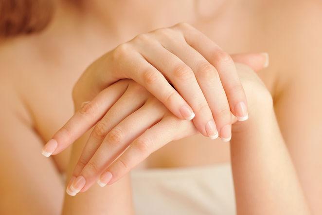 pieęne zadbane dłonie