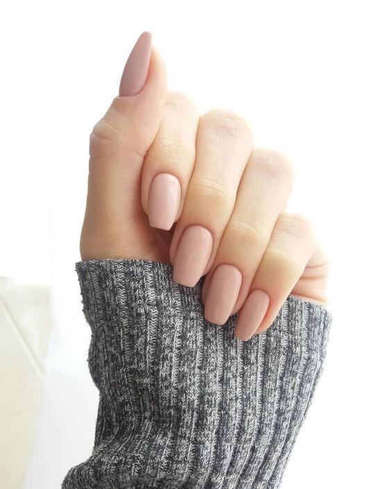 piękne zadbane paznokcie zimową porą